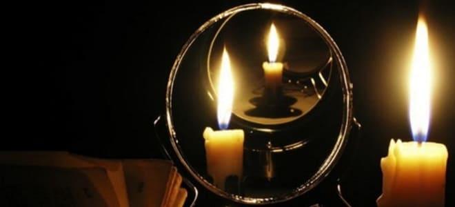 Ворожба на зеркало со свечками