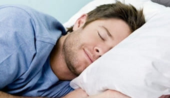 Уснувший крепко парень