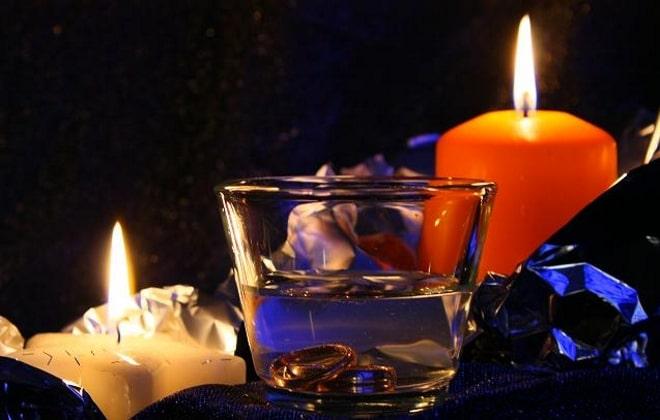 Свечи и стакан