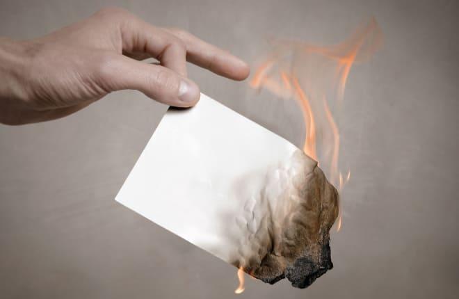 Горящий лист бумаги