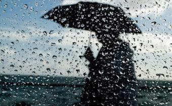Зонт и дождь