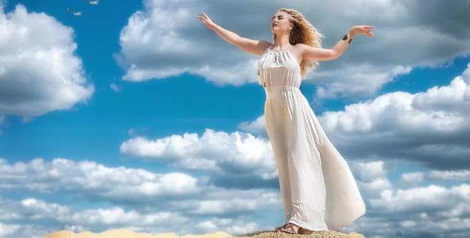 Дева в облаках