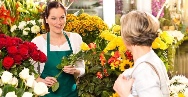 Девушка в цветочном магазине