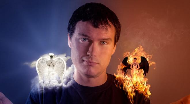 Добрый и злой ангел на плечах