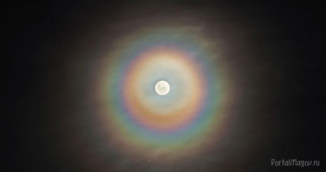 Радуга вокруг Луны