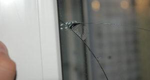 Разбитое сорокой стекло