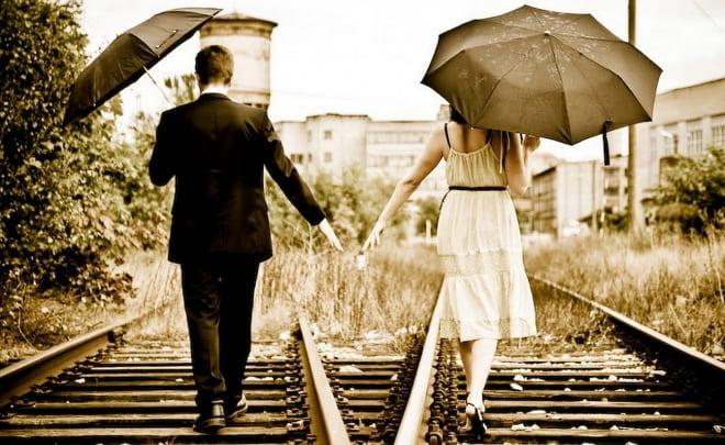 Пара на железной дороге