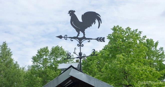 Флюгер петуха на крыше