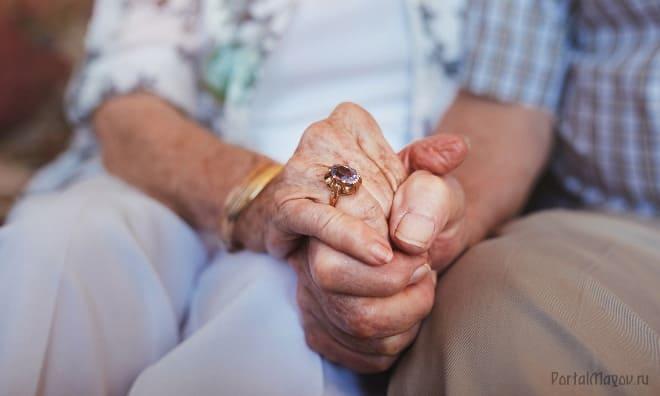 О пожилом человеке заботятся