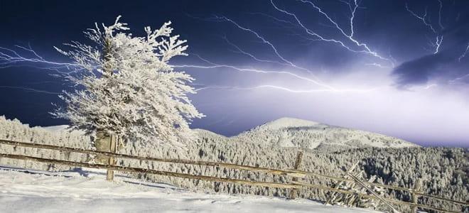 Молния зимой