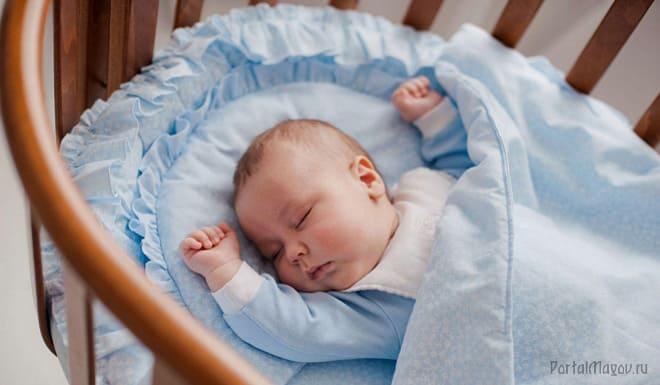 Младенец в колыбельной