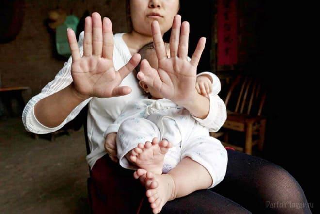 Мать не приняла подарок предназначенный грудному ребёнку