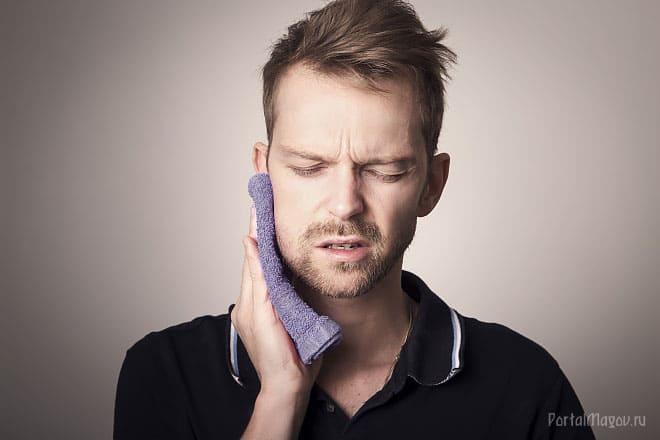 Болит зуб у парня
